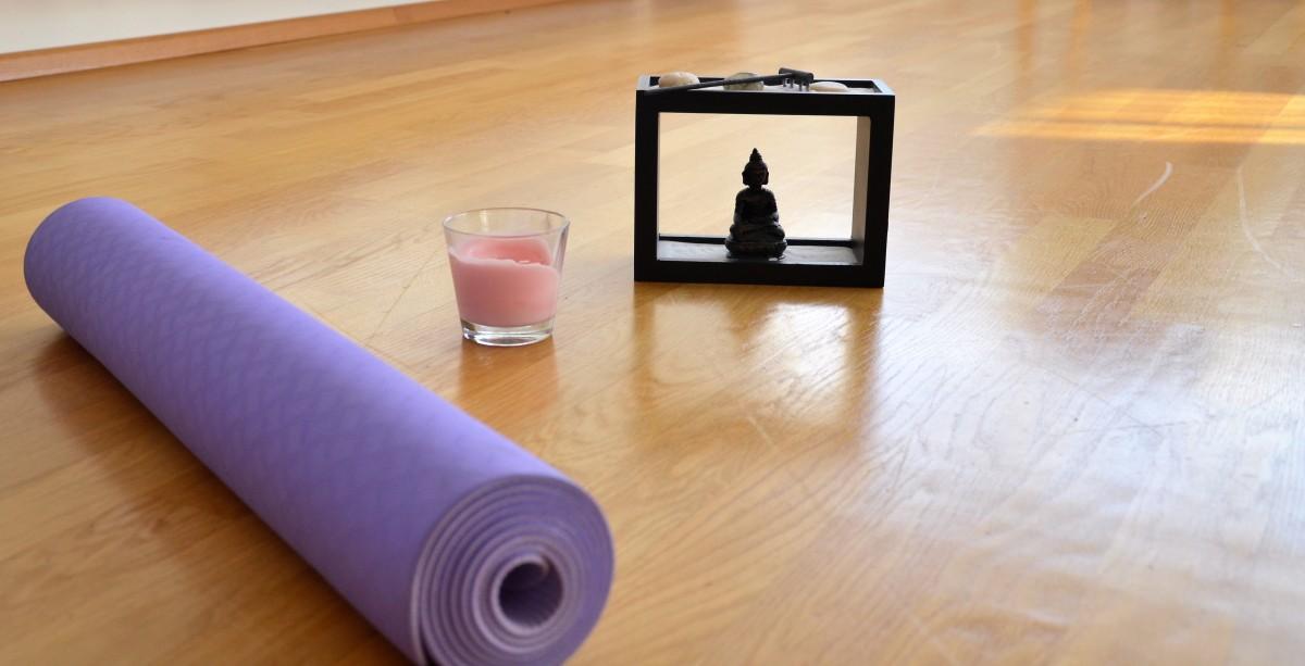 om sechs yoga bungen f r entspannung im mama alltag s dstadtmutter. Black Bedroom Furniture Sets. Home Design Ideas